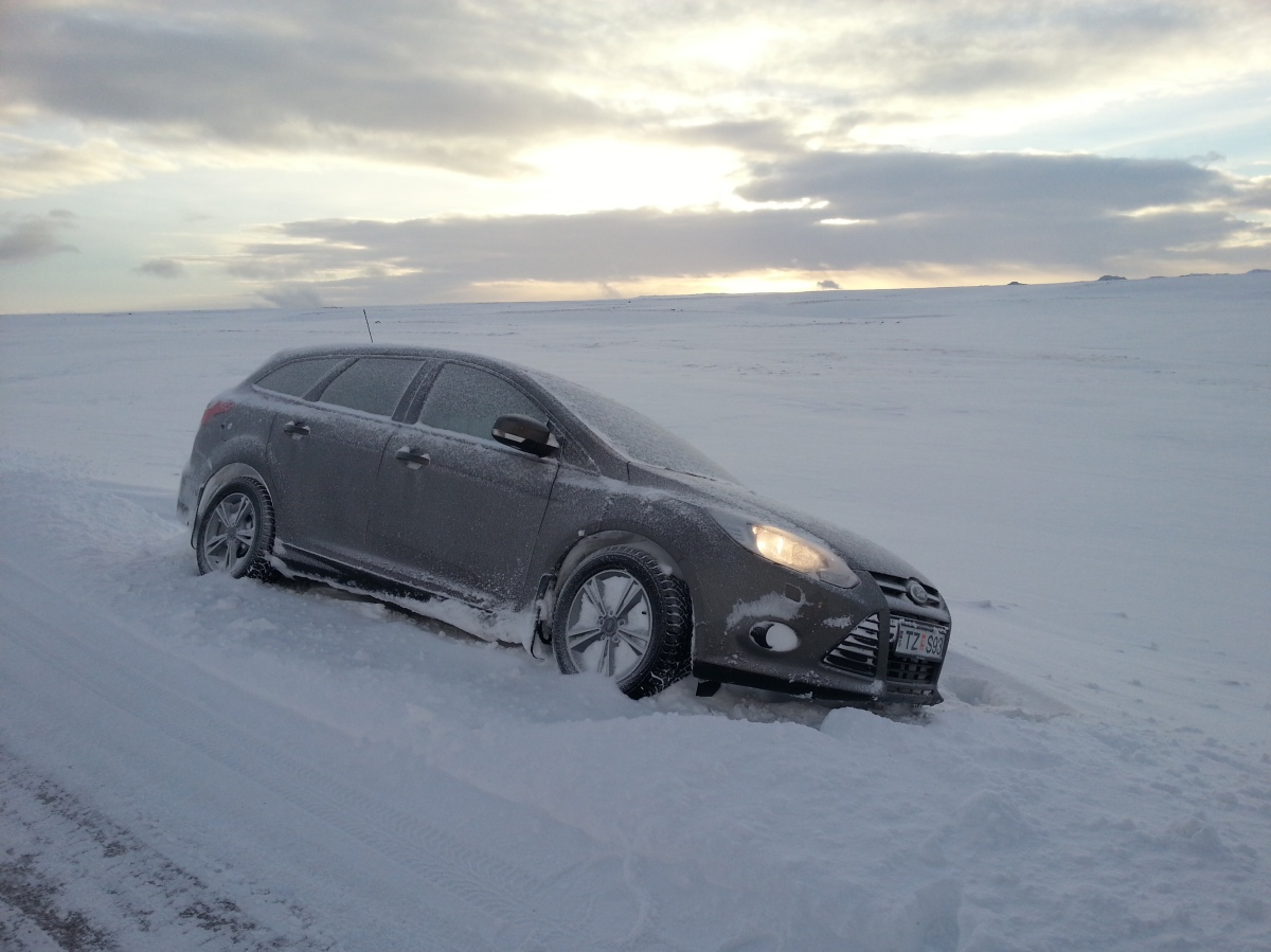 car-stuck-in-iceland